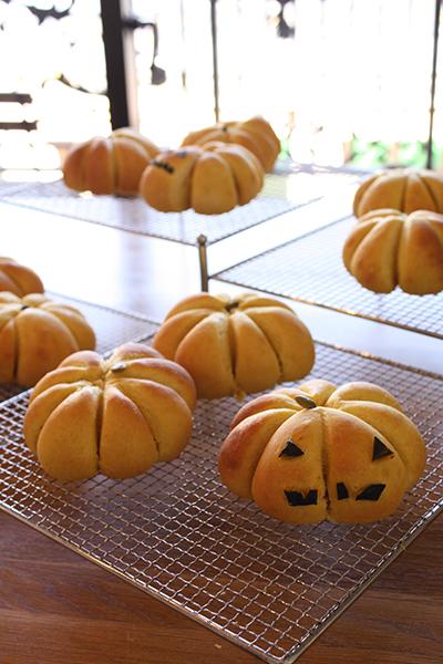 今月ラストのハロウィンかぼちゃパンレッスン。