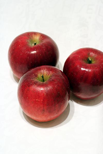 福島県オリジナル新品種りんご『べにこはく』。